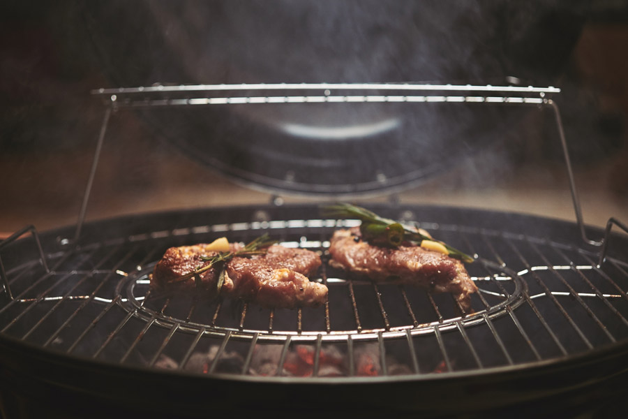 smokey meat on the grill pan